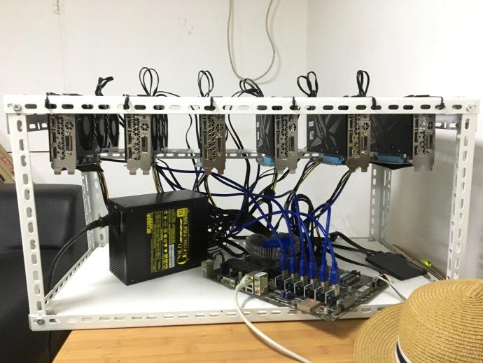 组装好运行中的ZEC显卡矿机